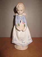 Статуэтка из фарфора Девочка с корзиной, фото 1
