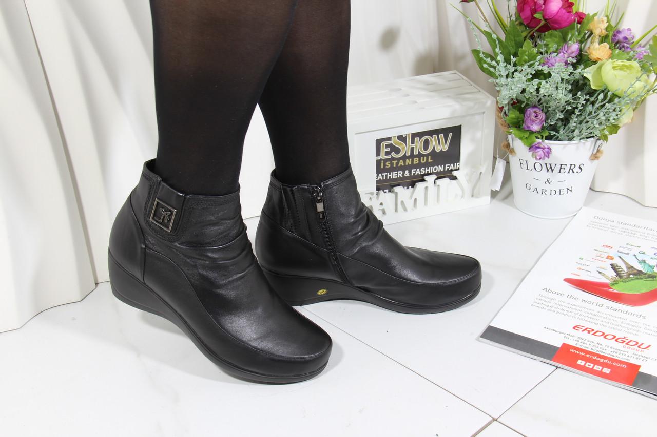 Осінні жіночі черевики на низькому ходу Battine B454