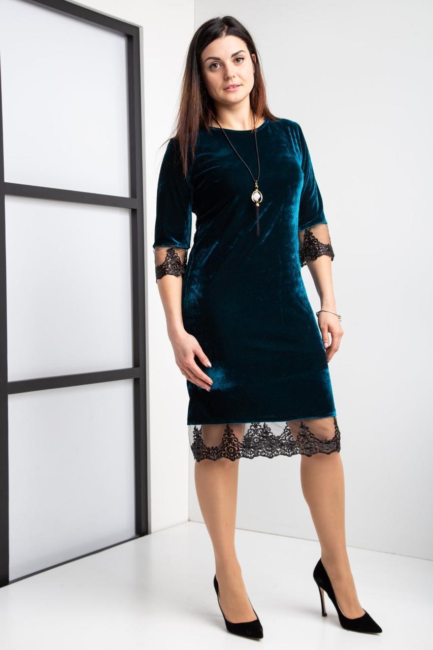 Коктейльное велюровое платье цвета изумруд