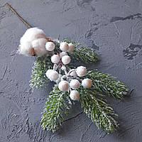 Веточка Ели с Сахарной калиной и хлопком для декора 40 см 1 шт