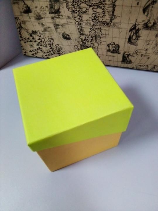 Подарочная коробочка квадратная желто зеленая 13 см