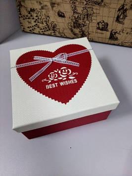 Подарочная коробочка квадратная с принтом сердце 16. 5 см