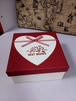 Подарочная коробочка квадратная с принтом сердце 16.5 см