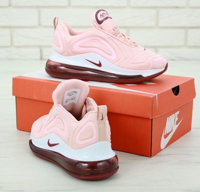 Женские розовые кроссовки Nike Air Max 720 фото
