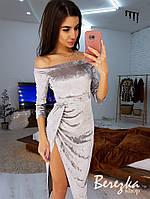 Велюровое платье с открытыми плечами и юбкой на запах с разрезом сбоку 6603380Q
