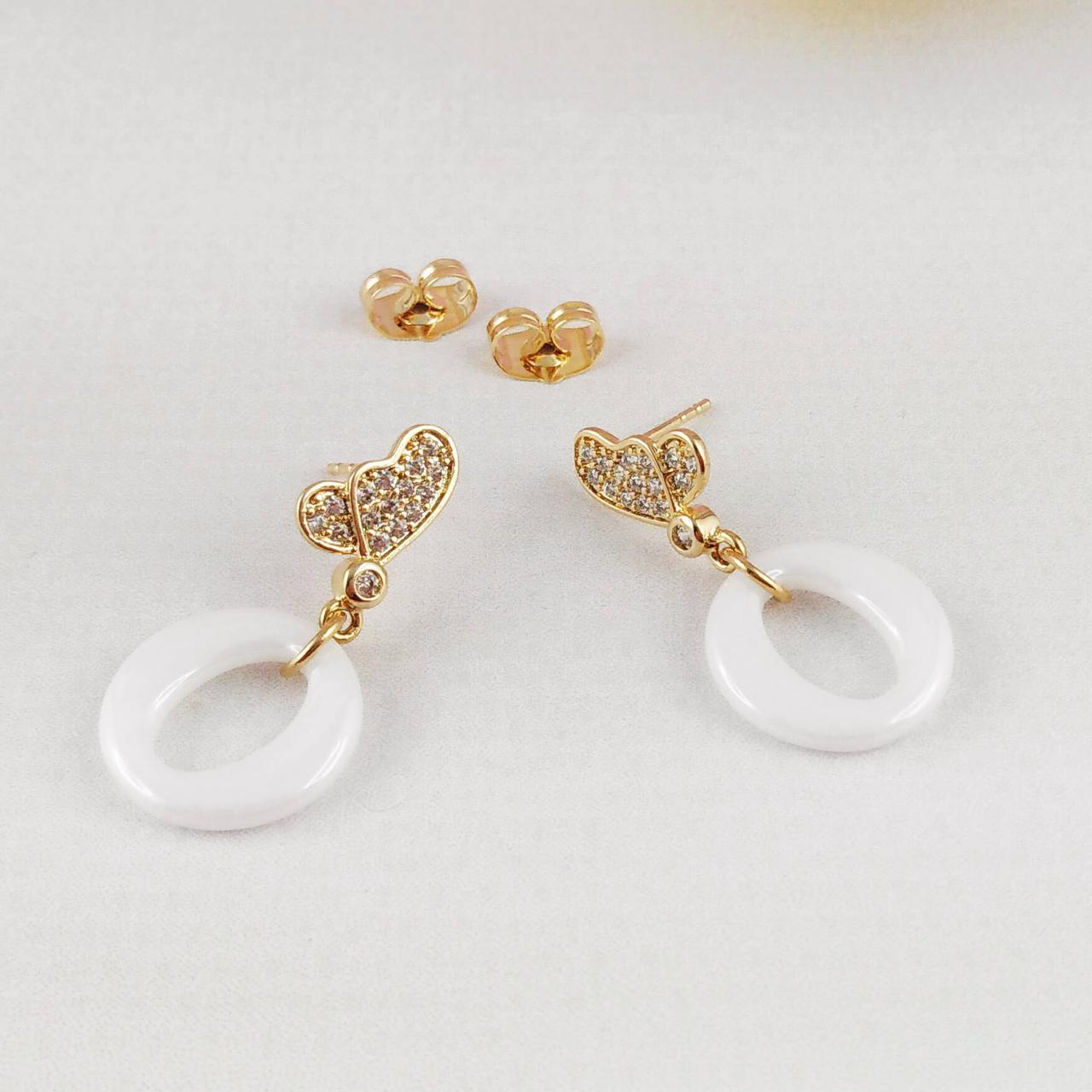 Серьги подвески Xuping Jewelry Бабочки в профиль с белой керамикой медицинское золото, позолота 18К. А/В 4533