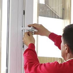 Установить ограничитель открывания на пластиковые евро окна