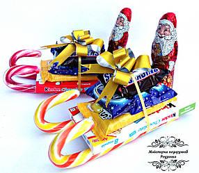 Новорічний подарунок санчата із цукерок з Дідом Морозом. Подарунки на Миколая, Новий рік
