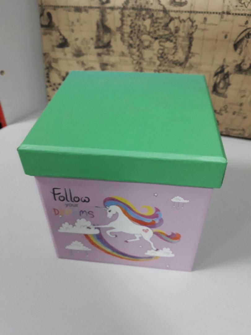 Подарочная коробочка квадратная с рисунком единорог 14 см
