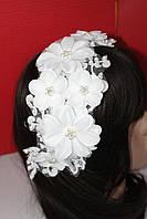 Нежная веточка с цветами белыми жемчужинами для свадебной прически