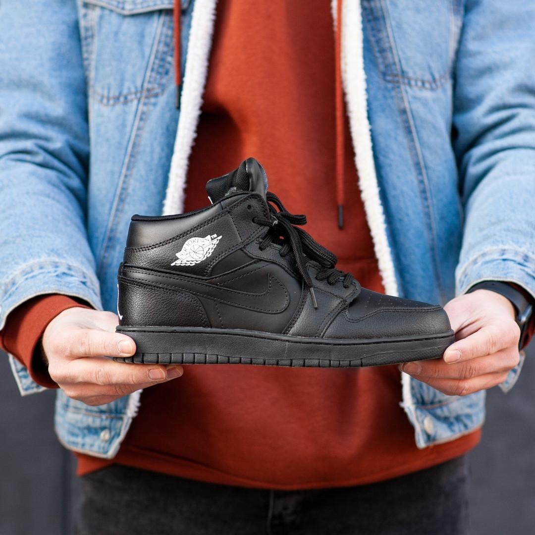 """Зимние кроссовки на меху Nike Air Jordan 1 Retro """"Черные"""""""