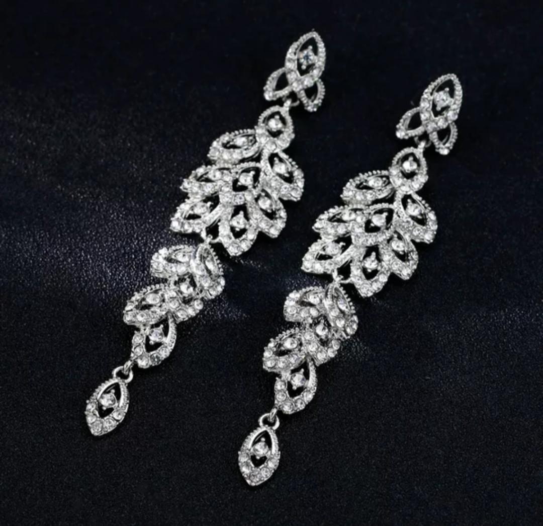 Изящные вечерние серьги серебряные золотистые с белыми камнями горный хрусталь для невест выпускниц