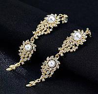 Стильные вечерние серьги с белыми камнями горный хрусталь золотистые серебристые с белыми жемчужинами
