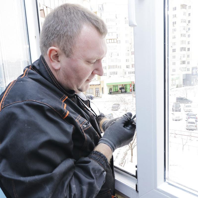 Ремонт пластиковых окон — замена фурнитуры