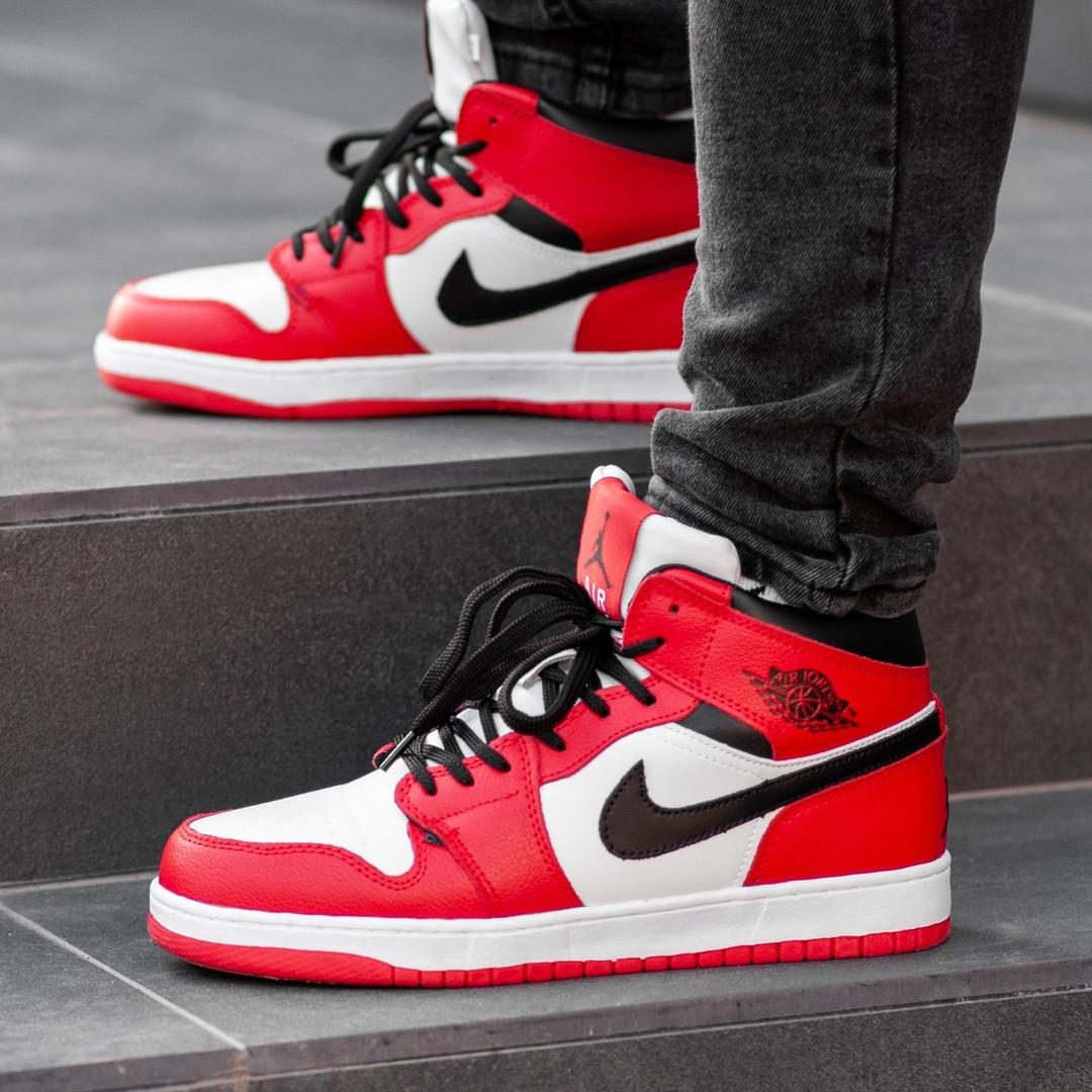 Зимние кроссовки на меху Nike Air Jordan 1 Royal Retro High Winter ( Красные / Белые )