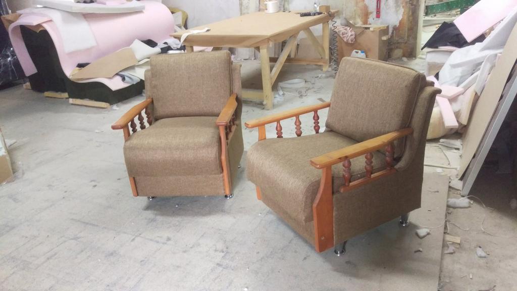 Перетяжка і заміна наповнювача старих меблів. 3