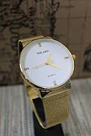 Женские часы  на металлическом браслете золото