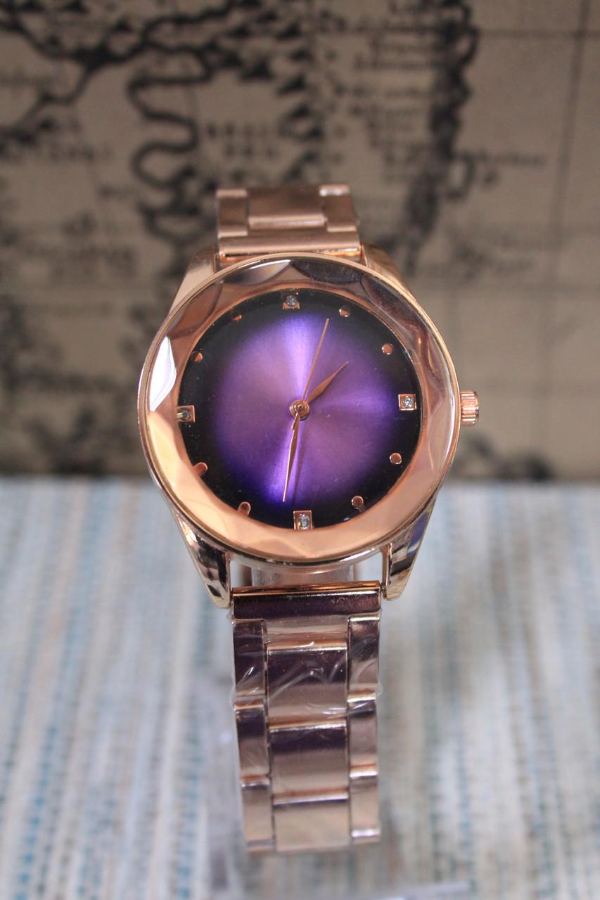 Часы женские на металлическом ремешке розовое золото