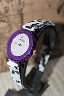 Женские часы на металлическом браслете фиолетовый корпус
