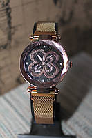 Часы женские на металлическом браслете с магнитом