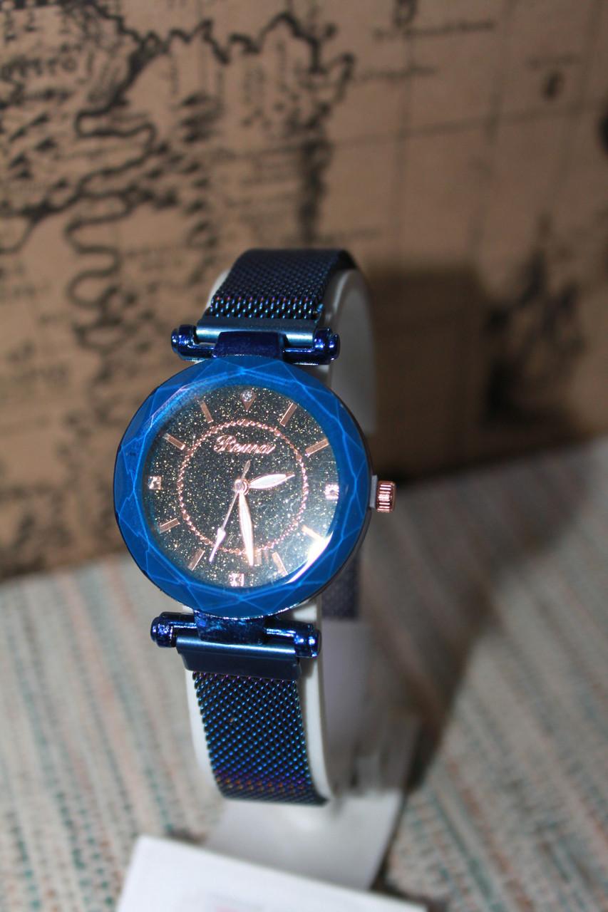 Часы женские на металлическом синем браслете