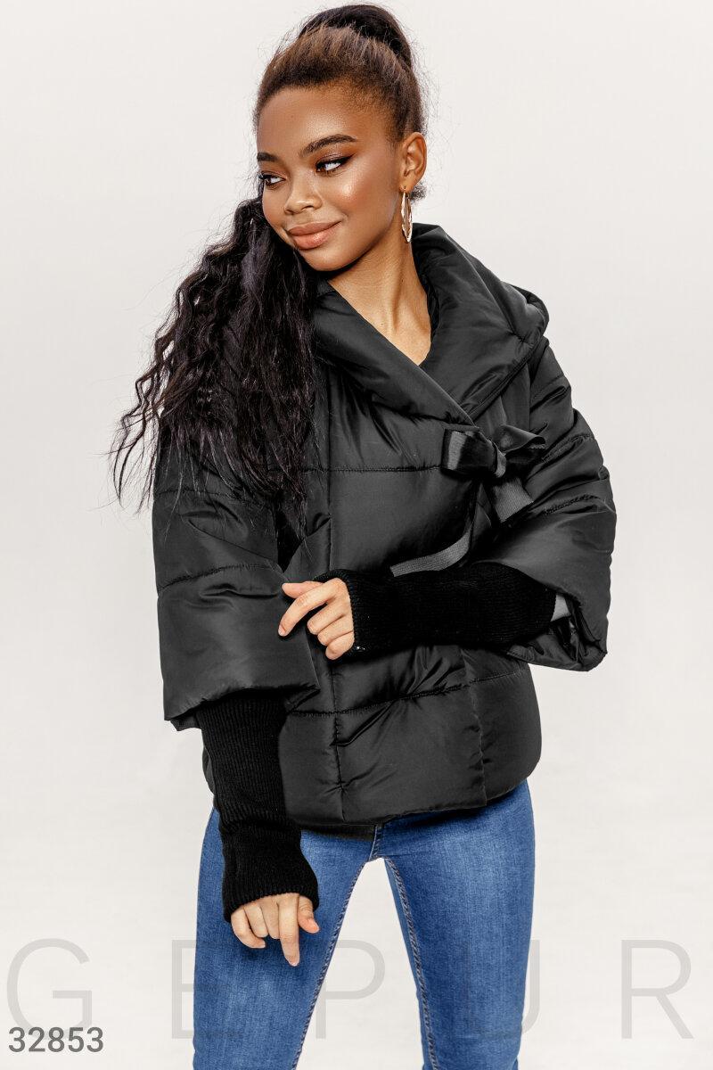 Короткая стеганая куртка черная