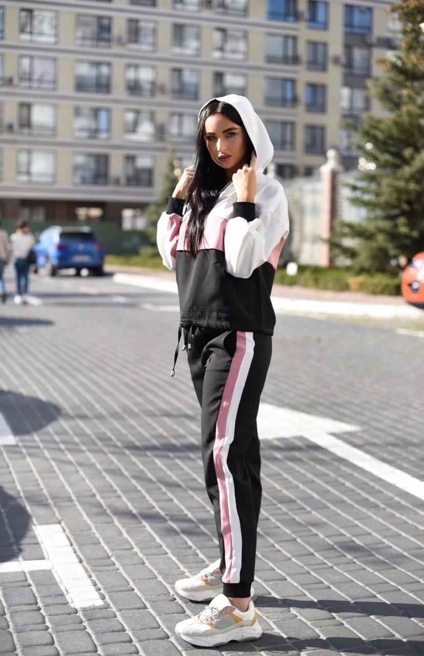 Женский спортивный костюм с худи и контрастными вставками 58so823