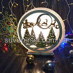 Соляной светильник круглый Санта на санях цветной