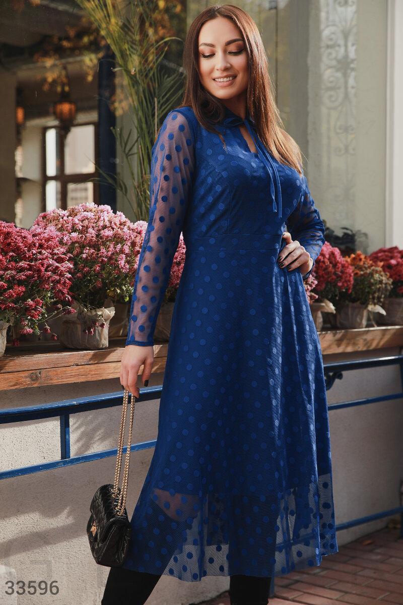 Нарядное сетчатое платье-миди синее