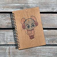 Блокноты с деревянной обложкой. Формат А5. Сменный блок. Девочка мышка 2020 (А00419), фото 1