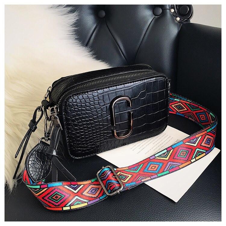 Сумка женская под крокодила Camera Bag  в стиле Marc Jacobs с ацтекским ремнем (черная)
