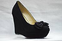 Черные замшевые туфли Еrisses на танкетке и скрытой платформе.Маленькие размеры.