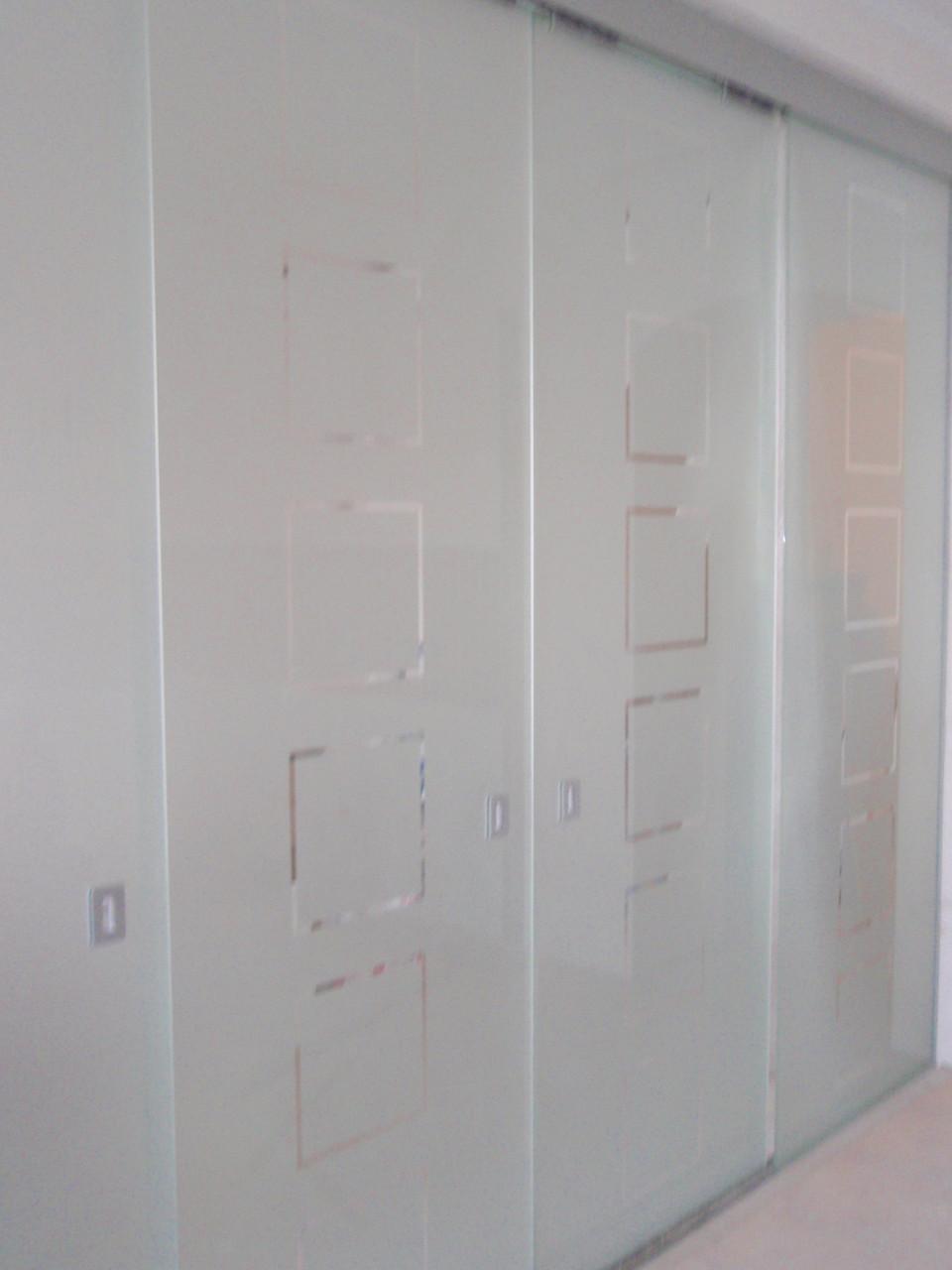 20 Стеклянная раздвижная система из матового стекла - Раздвижная перегородка из стекла - Двери стеклянные разж