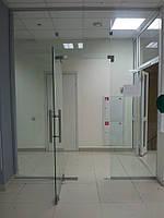 Изготовление и монтаж перегородок из каленого стекла в офисе