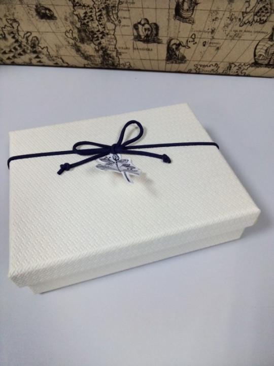 Подарочная коробочка прямоугольная бежевая 15 см