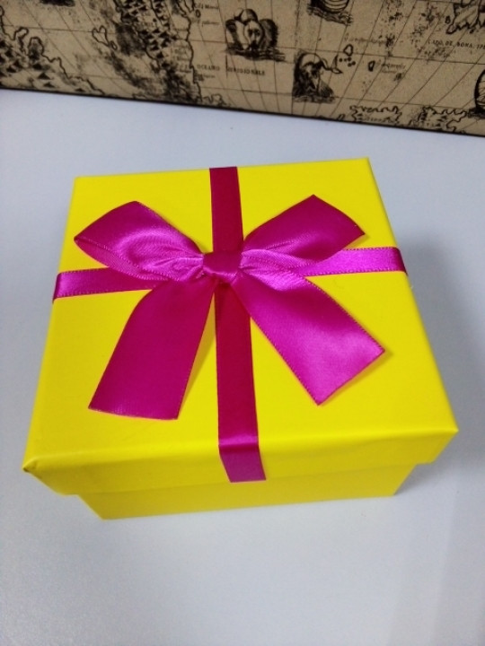 Подарочная коробочка квадратная желтая 11 см