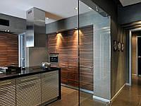 Стеклянная перегородка на кухню из прозрачного каленного стекла