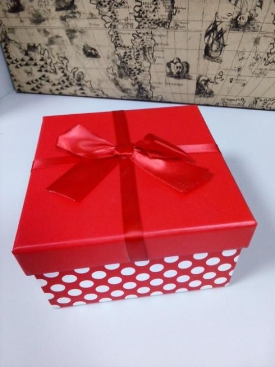 Подарочная коробочка квадратная красная с бантиком 13 см