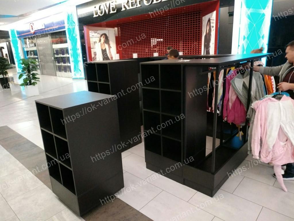Торговый остров для одежды со стойками для одежды, фото 1