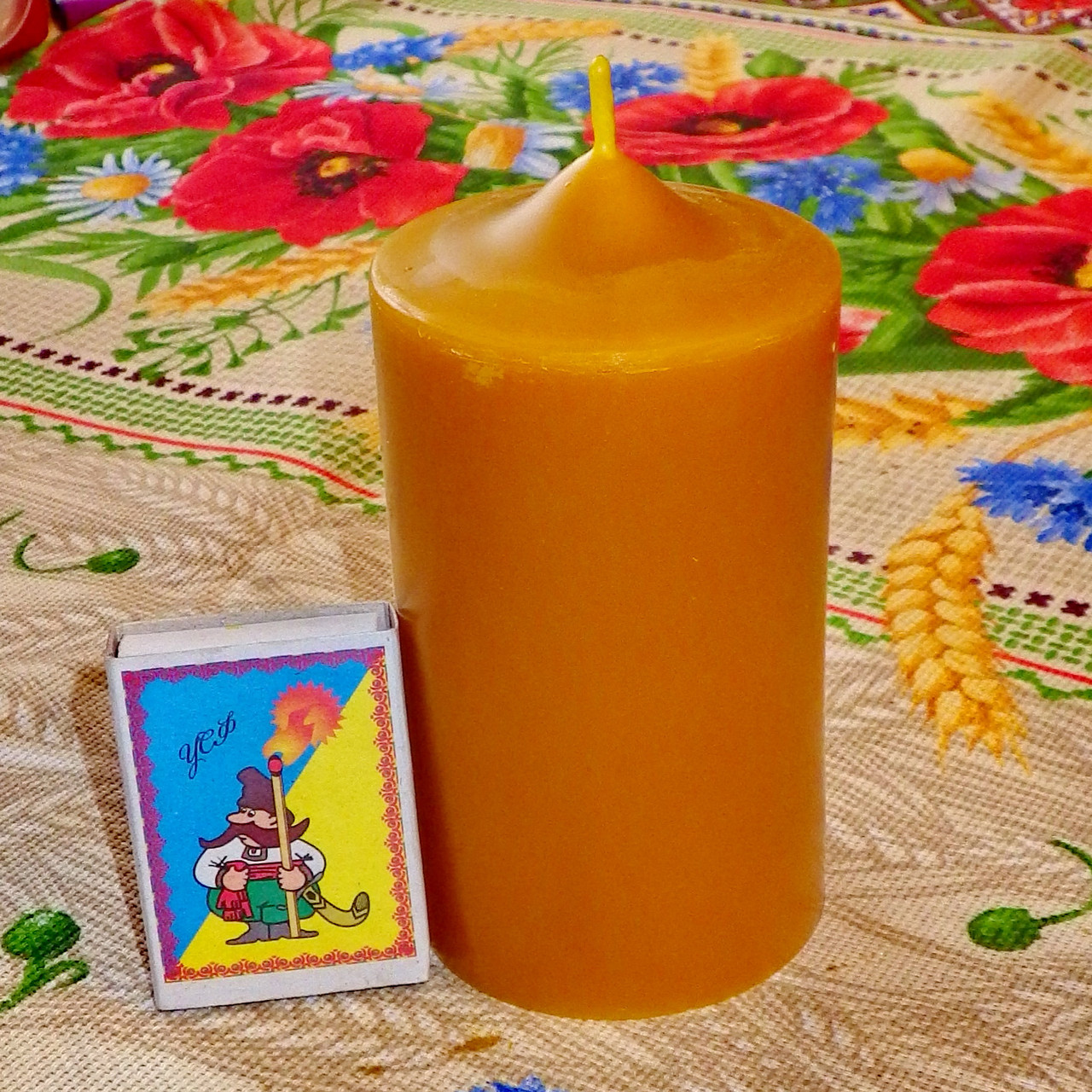 Циліндрична свічка D60-115мм з 100% бджолиного воску; Восковая свеча D60-115мм из 100% пчелиного воска