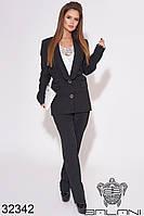 Женский брючный деловой костюм чёрный