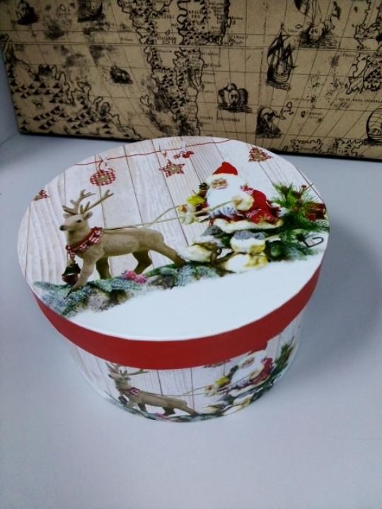 Коробочка подарочная с новогодним рисунком круглая 16.5 см