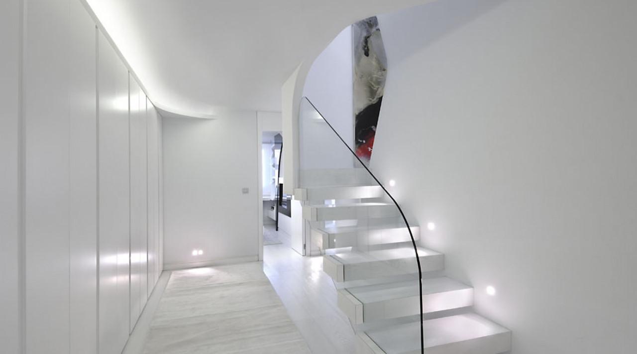 Ограждения лестниц из стекла,Стеклянные ограждения лестницы,Лестничные поручни и перила,Скляні огорожі сходів