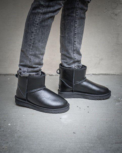 Женские короткие угги Classic Mini Black Leather