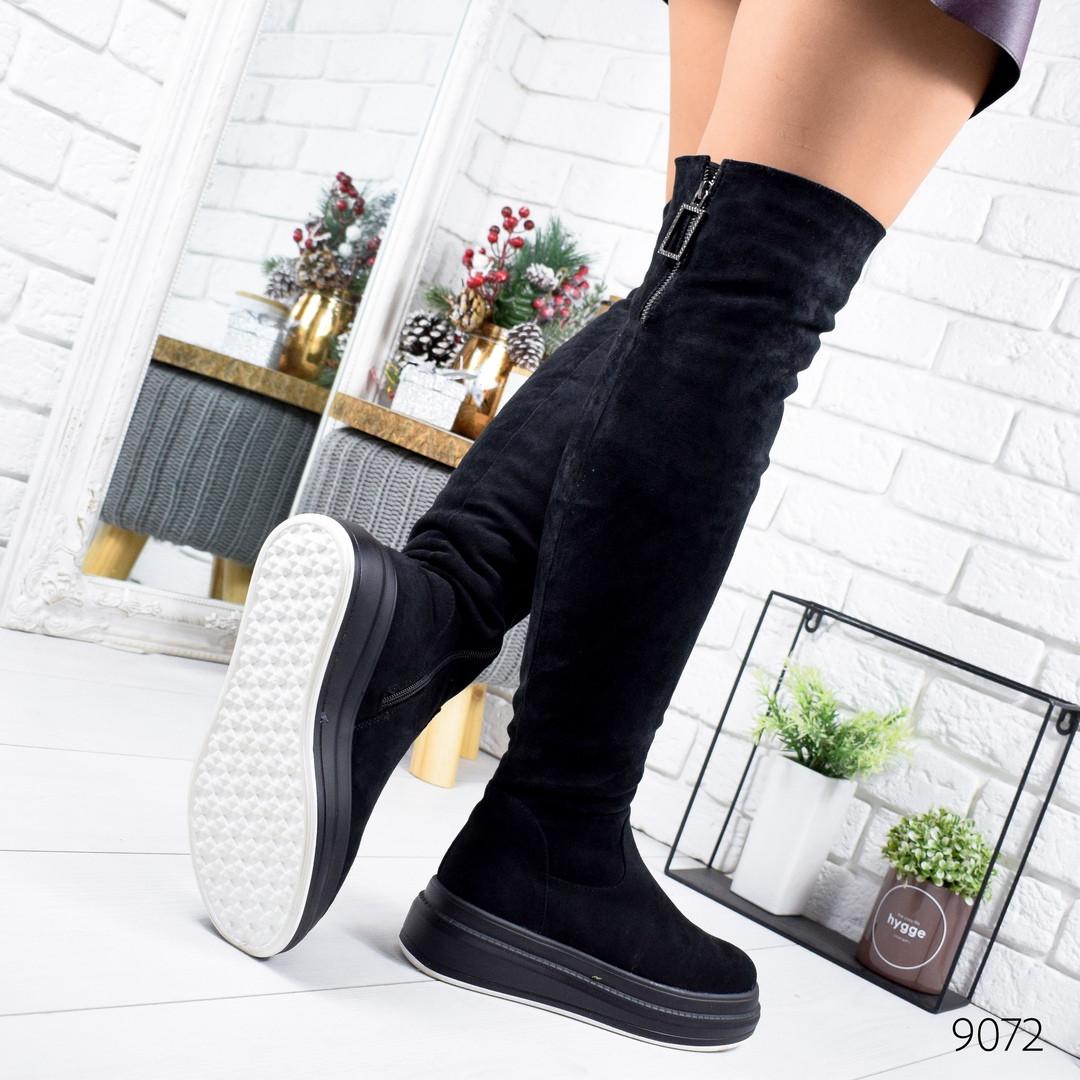 Женские зимние сапоги ботфорты на платформе замшевые черные