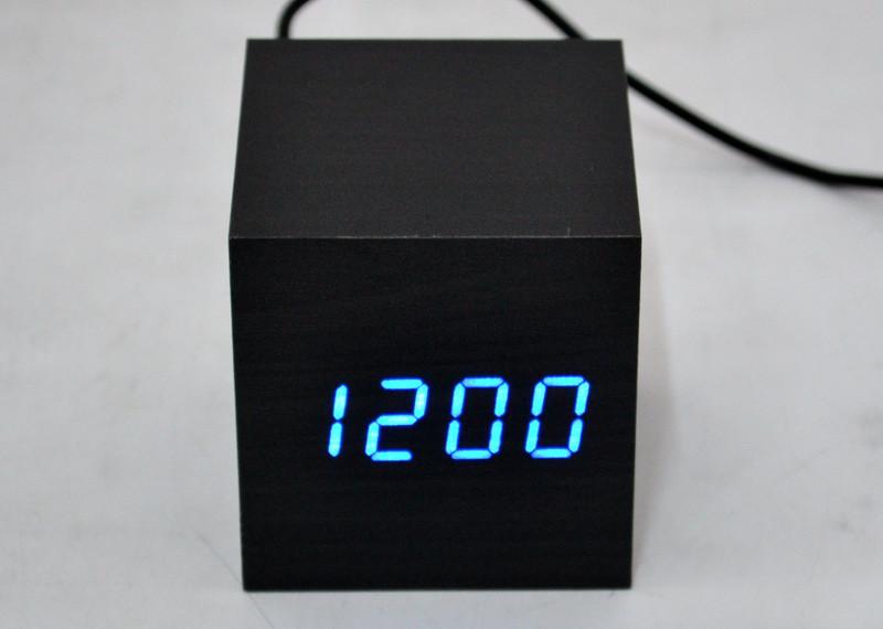 Настольные часы с синей подсветкой VST-869-5
