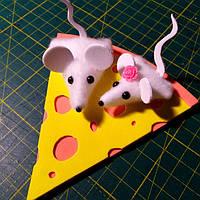 Магніт мишки на сирі