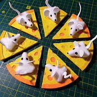 Магніт мишка на сирі