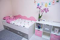 Детская кровать с выдвижными ящиками.