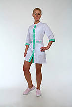 Белый хлопковый халат медицинский с цветными вставками